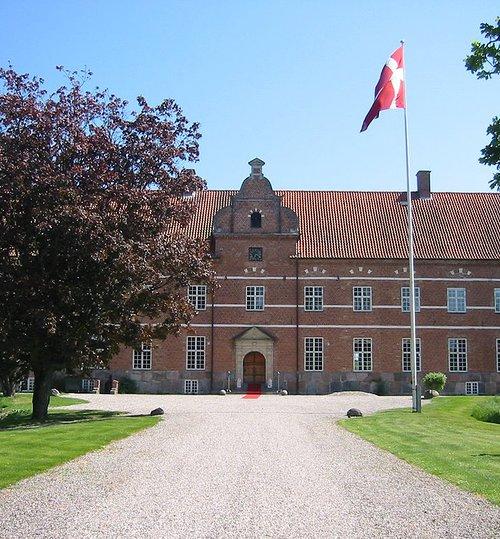 næsbygård slot